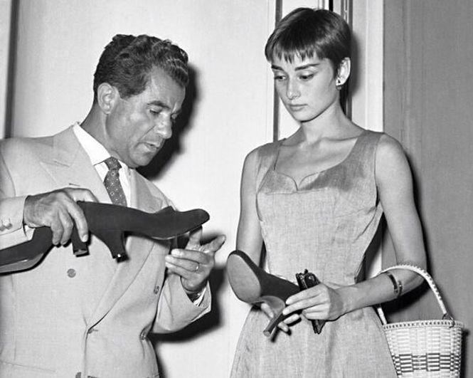 Salvatore Ferragamo e Audry Hepburn, 1954